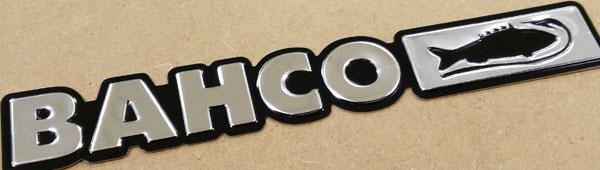Lettering en aluminio anodizado embutido, adhesivo, embutición por prensa